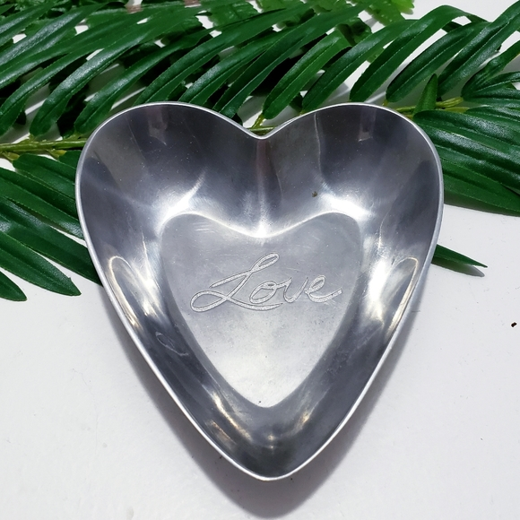 "Heart shaped ""love"" trinket dish•Ring holder•"